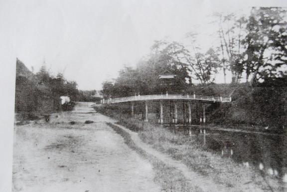 京口橋と太鼓櫓(伊賀市上野図書館蔵)